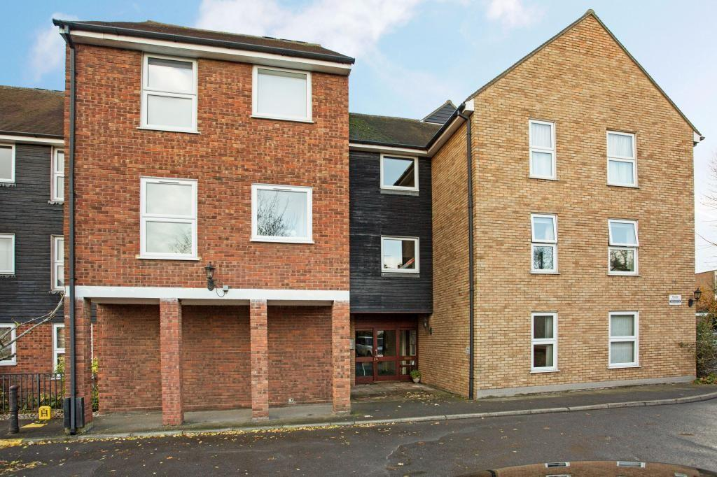2 Bedrooms Apartment Flat for sale in Haslers Court Fryerning Lane, Ingatestone, Essex, CM4