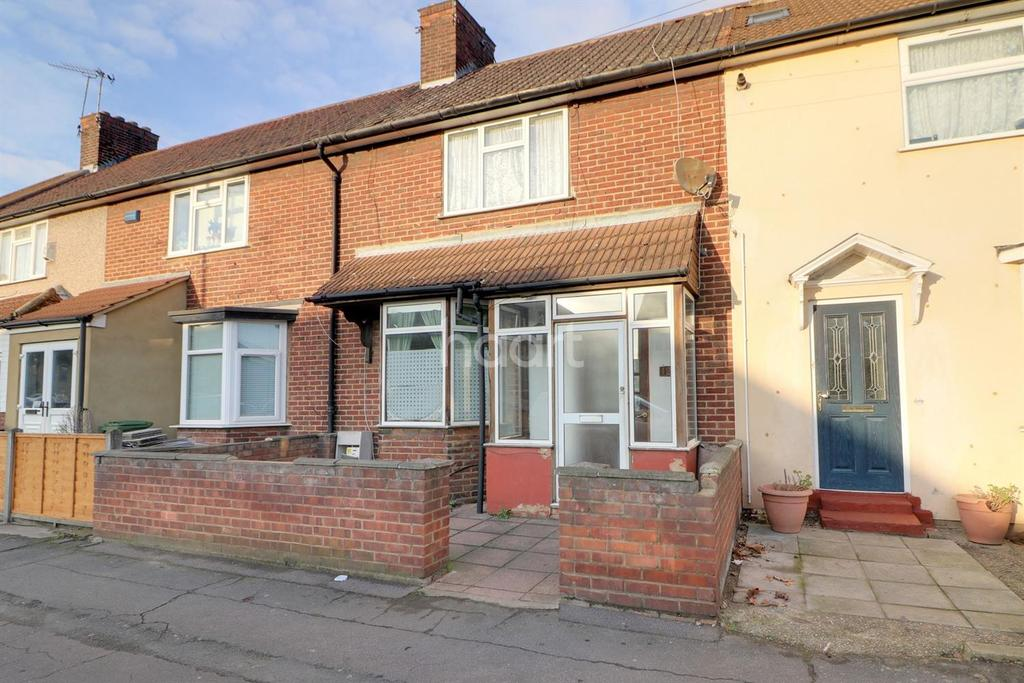 3 Bedrooms Terraced House for sale in Goresbrook Road, Dagenham