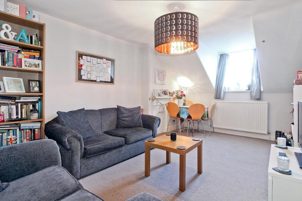 1 Bedroom Flat for sale in Putney Bridge Road, London