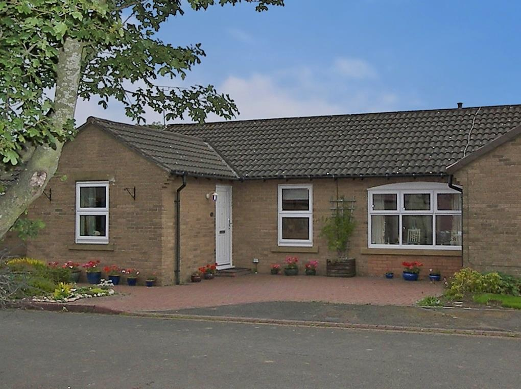 3 Bedrooms Semi Detached Bungalow for sale in Reivers Gate, Longhorsley, Morpeth