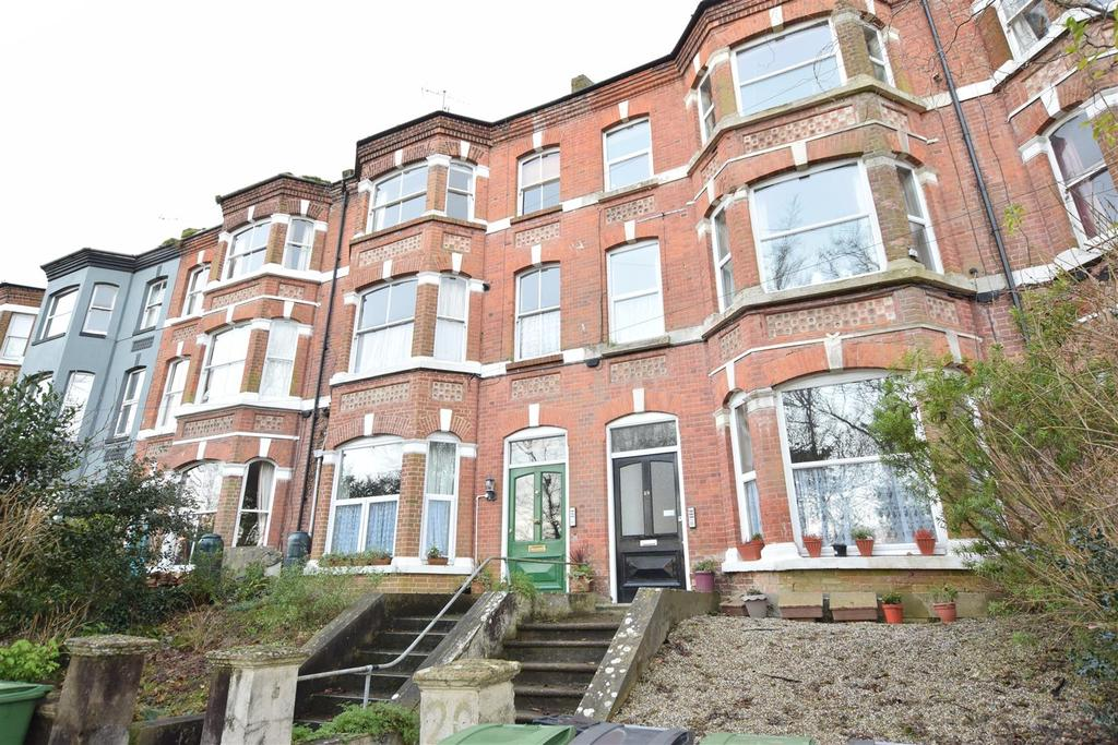 2 Bedrooms Flat for sale in Lower Park Road, Hastings