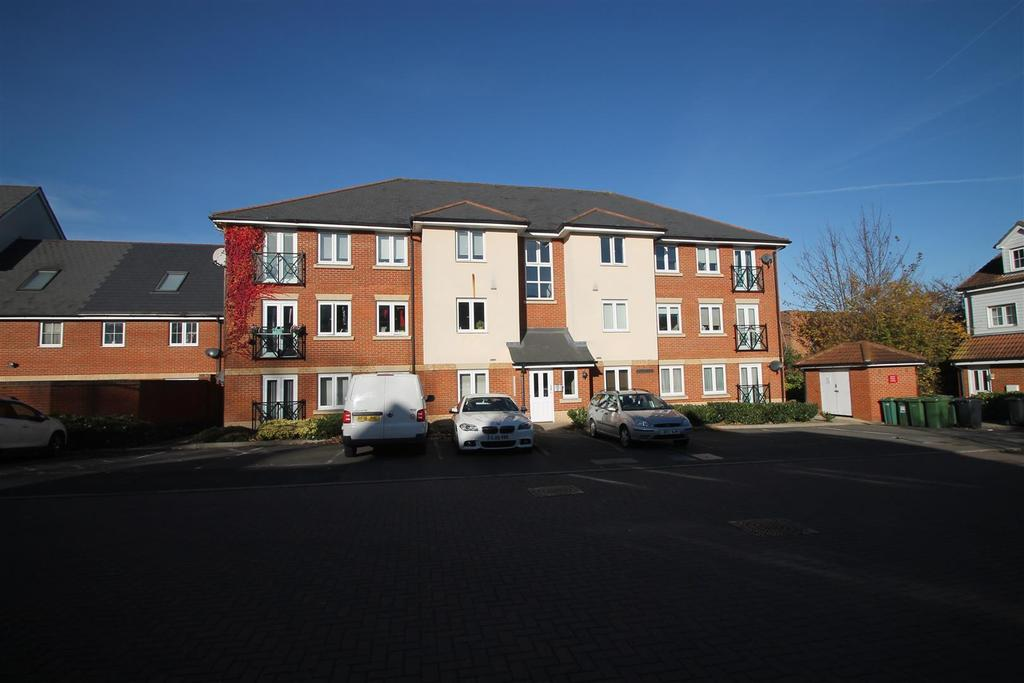 2 Bedrooms Apartment Flat for sale in Wharfdale Square, Tovil, Maidstone