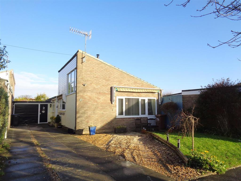 3 Bedrooms Detached Bungalow for sale in Swandene, Pagham