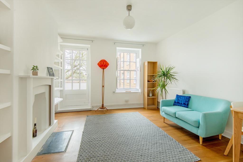 2 Bedrooms Flat for sale in Bishops Way, Tower Hamlets, London E2