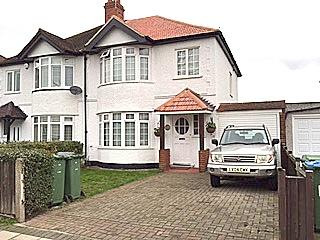3 Bedrooms Semi Detached House for rent in Sidcup Road, Eltham SE9