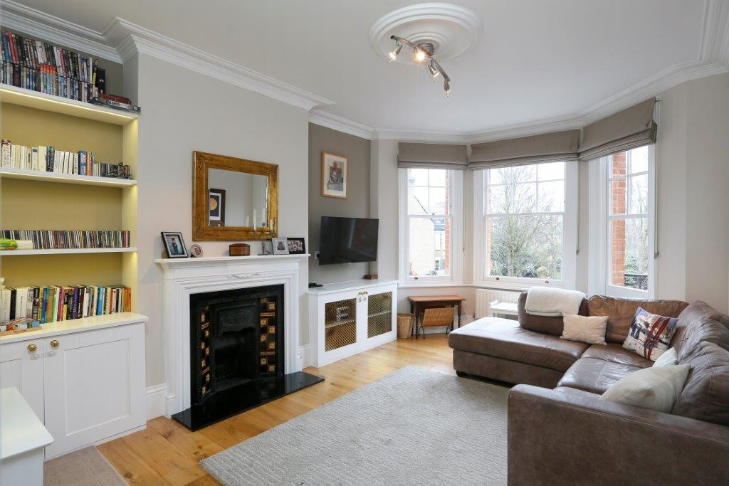 3 Bedrooms Flat for sale in Nevis Road, London SW17