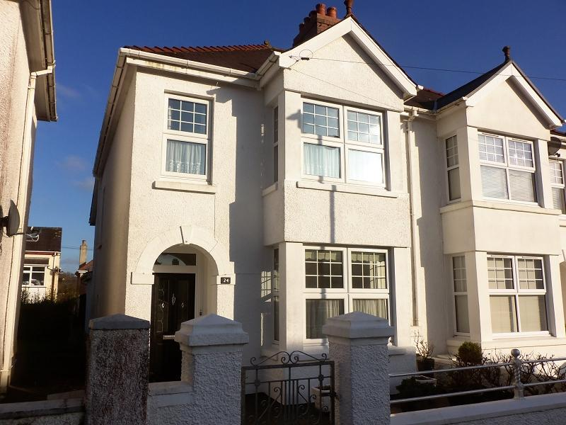 3 Bedrooms Semi Detached House for sale in St. Davids Avenue, Carmarthen, Carmarthenshire