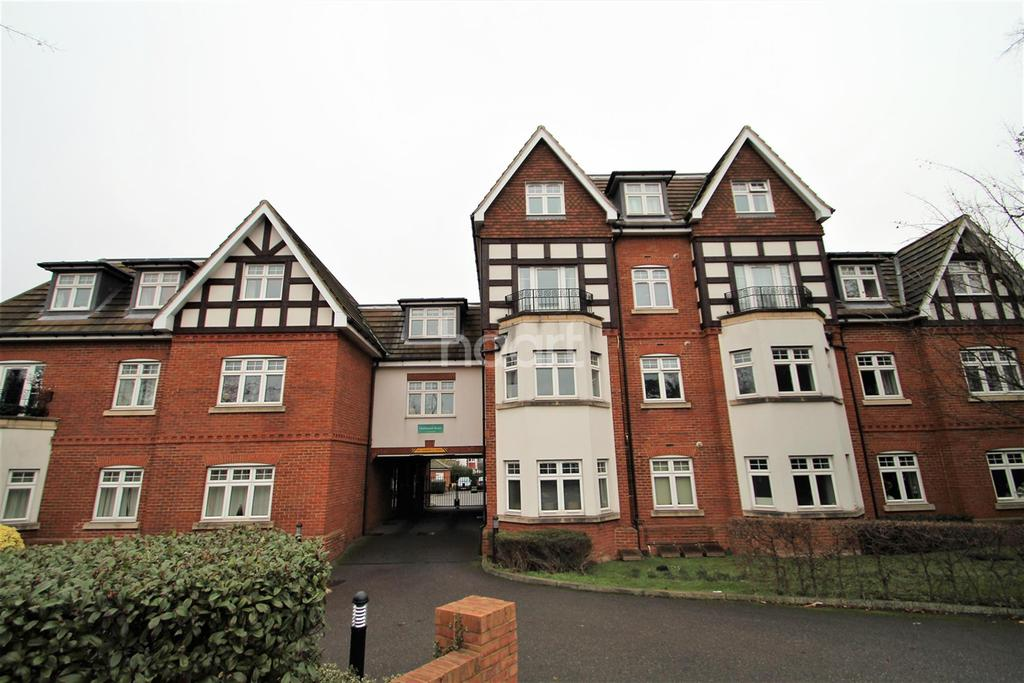 2 Bedrooms Flat for rent in Cheam Road, KT17