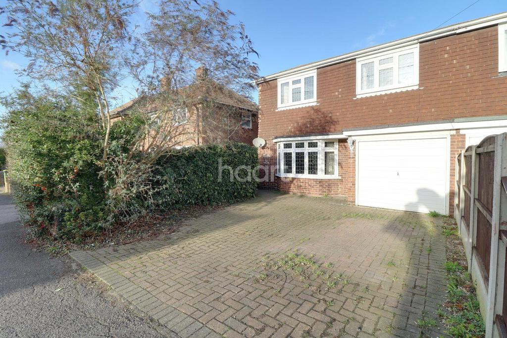 4 Bedrooms Semi Detached House for sale in Creswick Avenue, Rayleigh