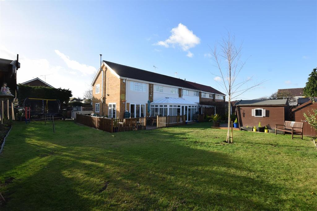 4 Bedrooms House for sale in Linden Way, Canvey Island