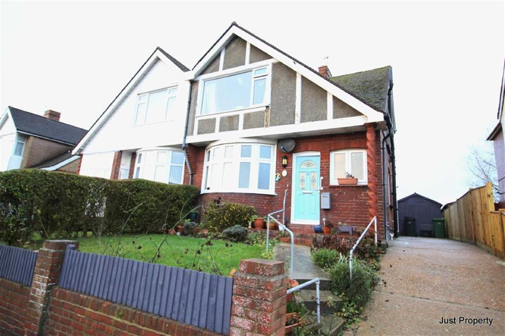 3 Bedrooms Semi Detached House for sale in Fairlight Avenue, Hastings