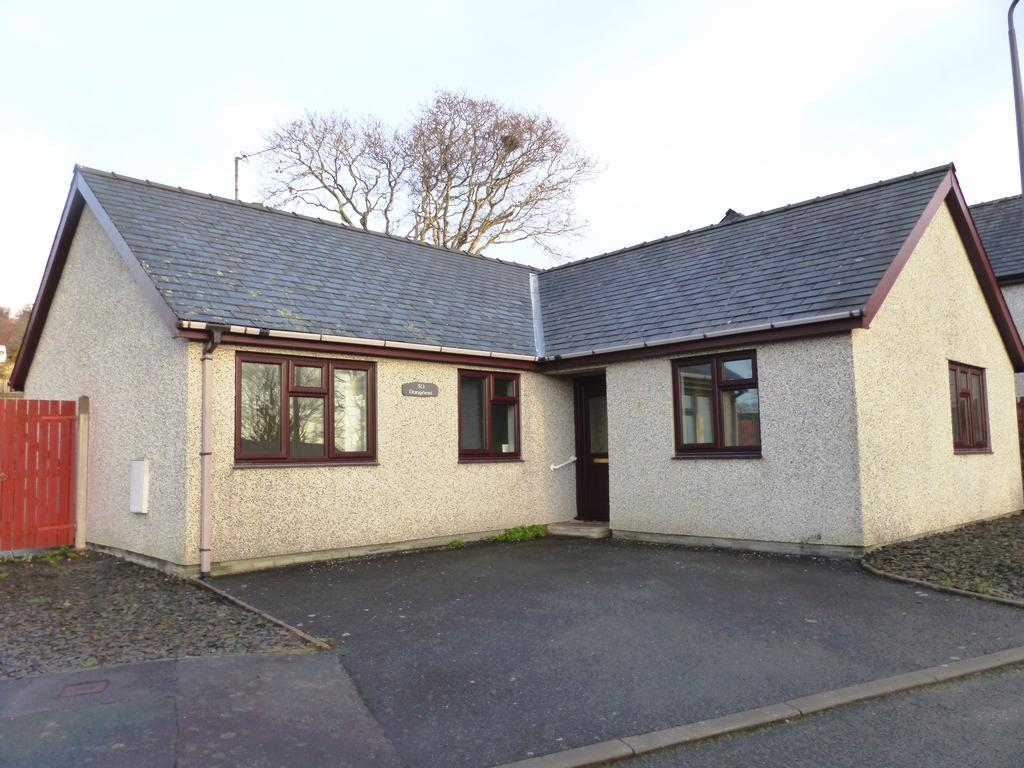 3 Bedrooms Bungalow for sale in 30 Glan Ysgethin, Talybont, LL43