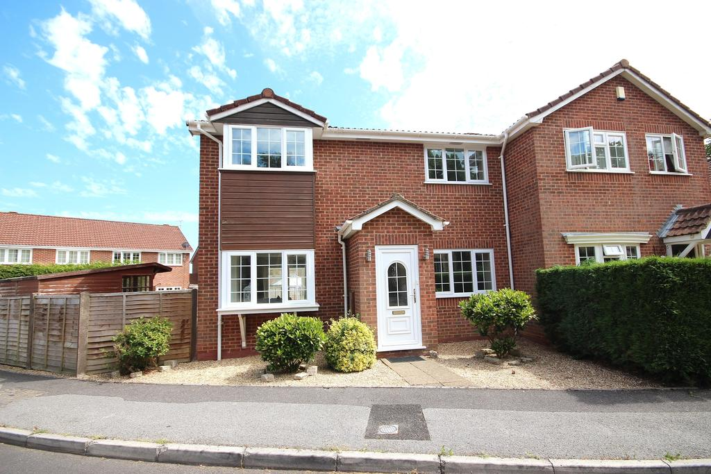 3 Bedrooms Semi Detached House for sale in Bullfinch Close, Creekmoor, Poole