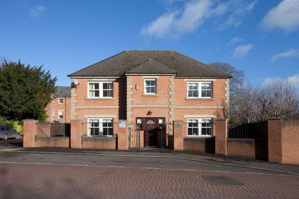4 Bedrooms House for sale in Glenside Gardens, Salisbury