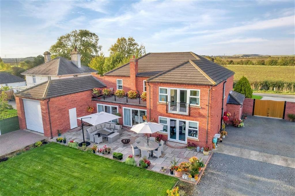 5 Bedrooms Detached House for sale in Fen Lane, Long Bennington, Newark, Nottinghamshire