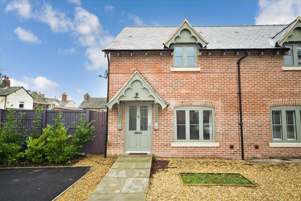 3 Bedrooms Semi Detached House for sale in Station Road, Whittington, Oswestry