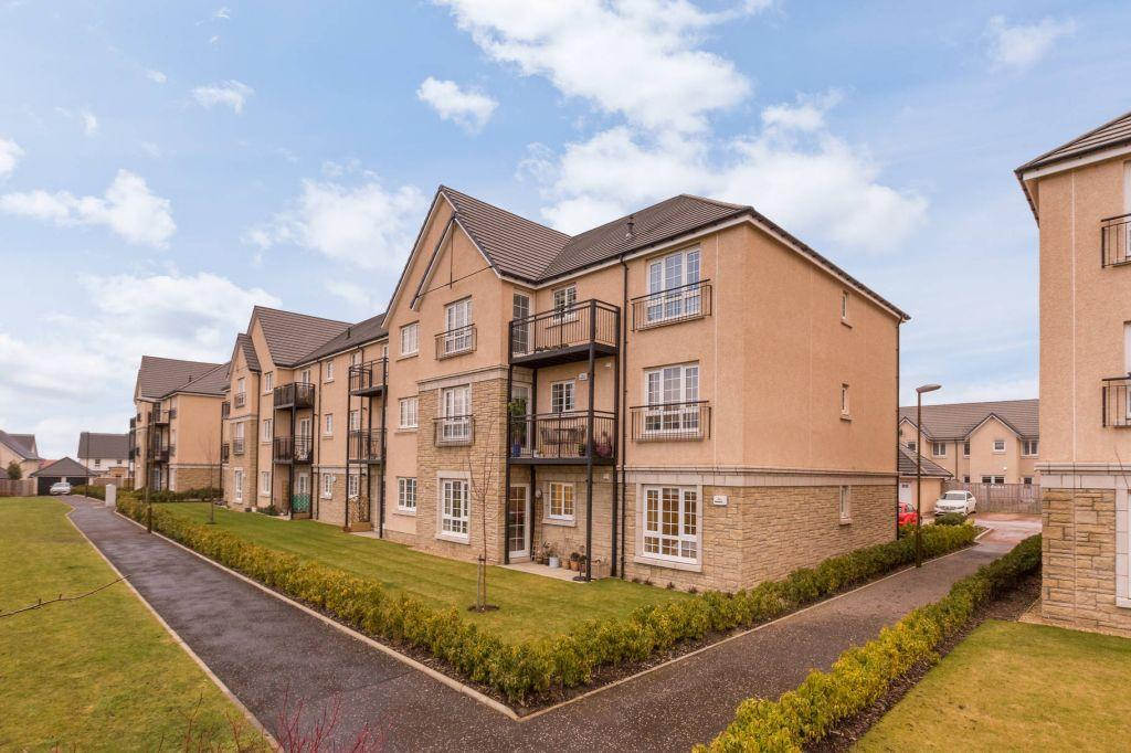 3 Bedrooms Ground Flat for sale in Flat 2, 3 High Waterfield, Edinburgh, EH10 6TQ