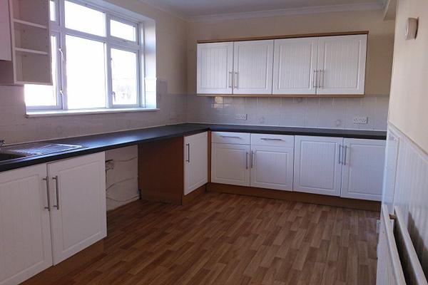 3 Bedrooms Terraced House for rent in Felixstowe Road, Abbeywood, London SE2