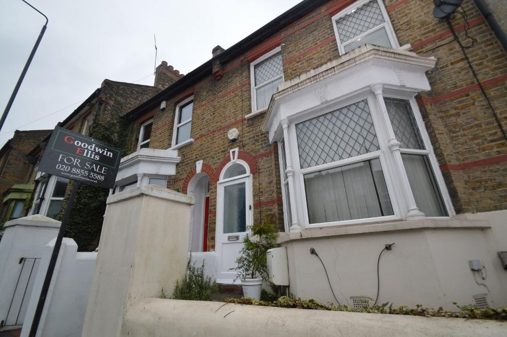 3 Bedrooms Terraced House for sale in Lakedale Rod, Plumstead, London SE18