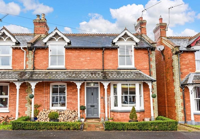 4 Bedrooms Semi Detached House for sale in Albany Road, Andover