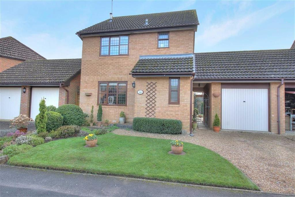 3 Bedrooms Detached House for sale in Collingbourne Drive, Valley Park, Chandlers Ford, Hampshire