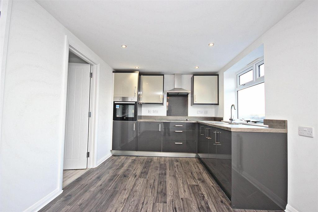 3 Bedrooms Flat for sale in Findon Hill, Sacriston, Durham