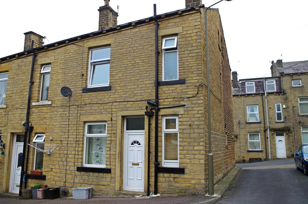 2 Bedrooms House for rent in Cross Street, Greetland, Halifax