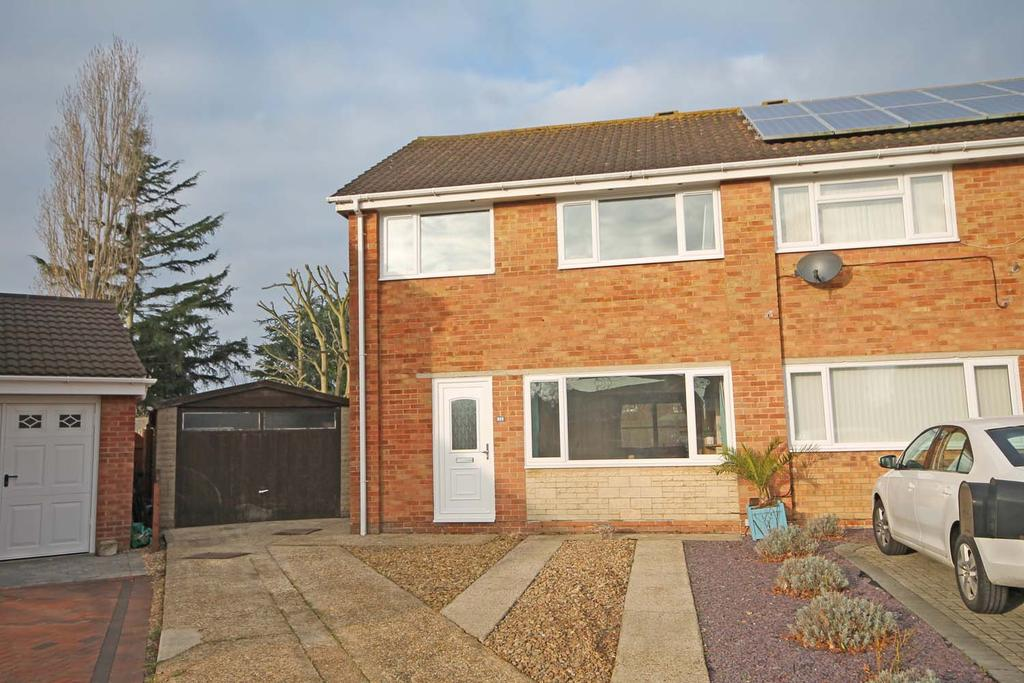 3 Bedrooms Semi Detached House for sale in Meadcroft Close, Warsash SO31