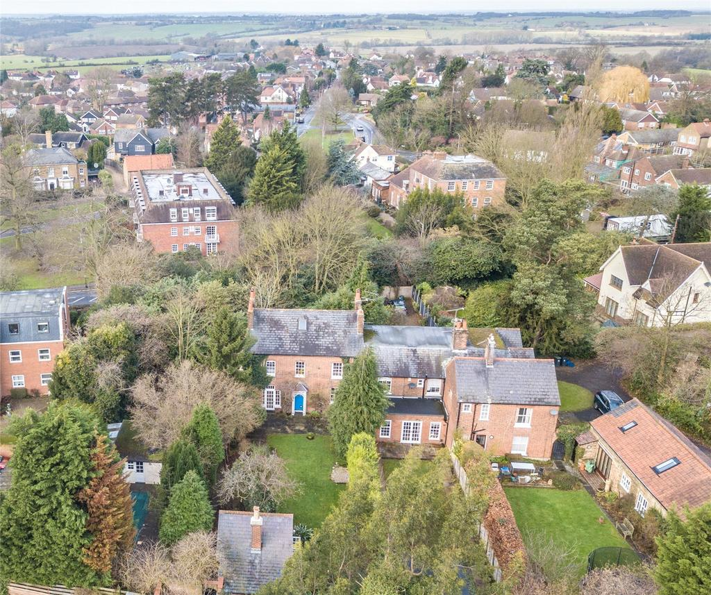 6 Bedrooms Semi Detached House for sale in Palmers Hill, Epping, Essex, CM16