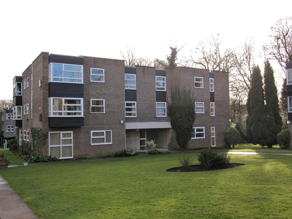 2 Bedrooms Flat for sale in Robinwood Court, Park Villas, Roundhay, Leeds 8