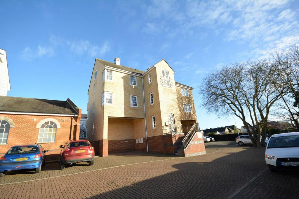 1 Bedroom Ground Flat for sale in Mazers Court, Silks Way, Braintree, Essex, CM7