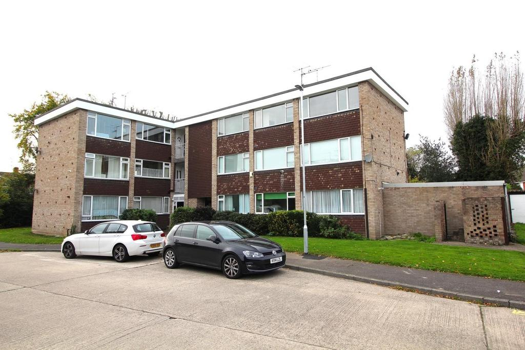 3 Bedrooms Apartment Flat for sale in Seabrook Road, Great Baddow, Chelmsford, Essex, CM2