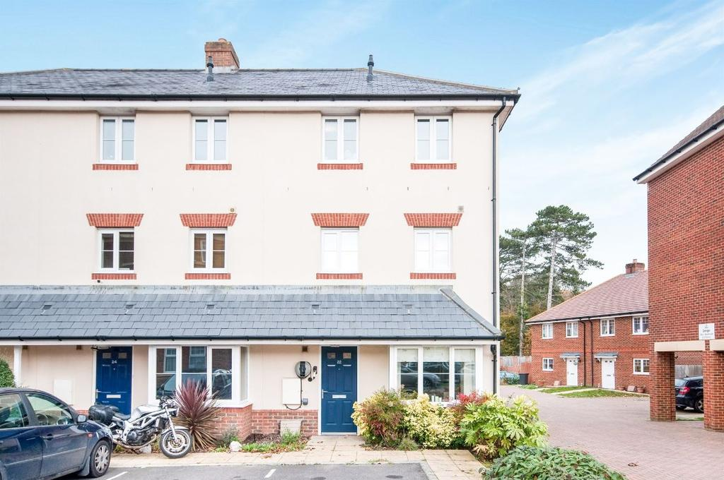 4 Bedrooms Terraced House for sale in Houghton Way, Hellingly