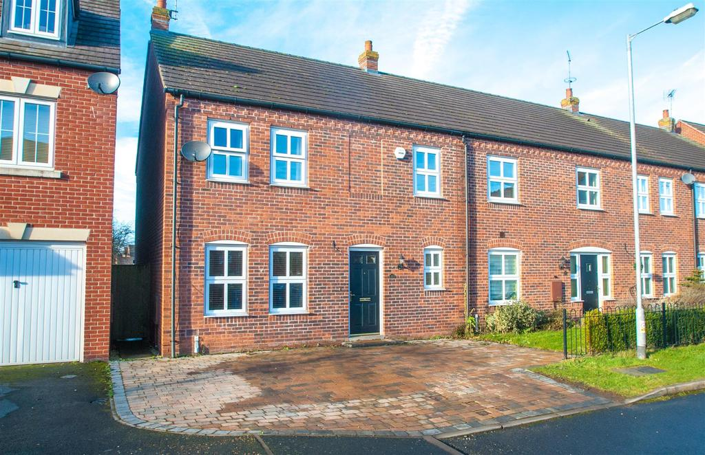 4 Bedrooms Semi Detached House for sale in Horner Avenue, Fradley, Lichfield