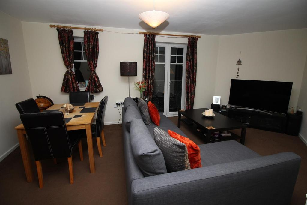 2 Bedrooms Flat for sale in Redgrave Close, Gateshead