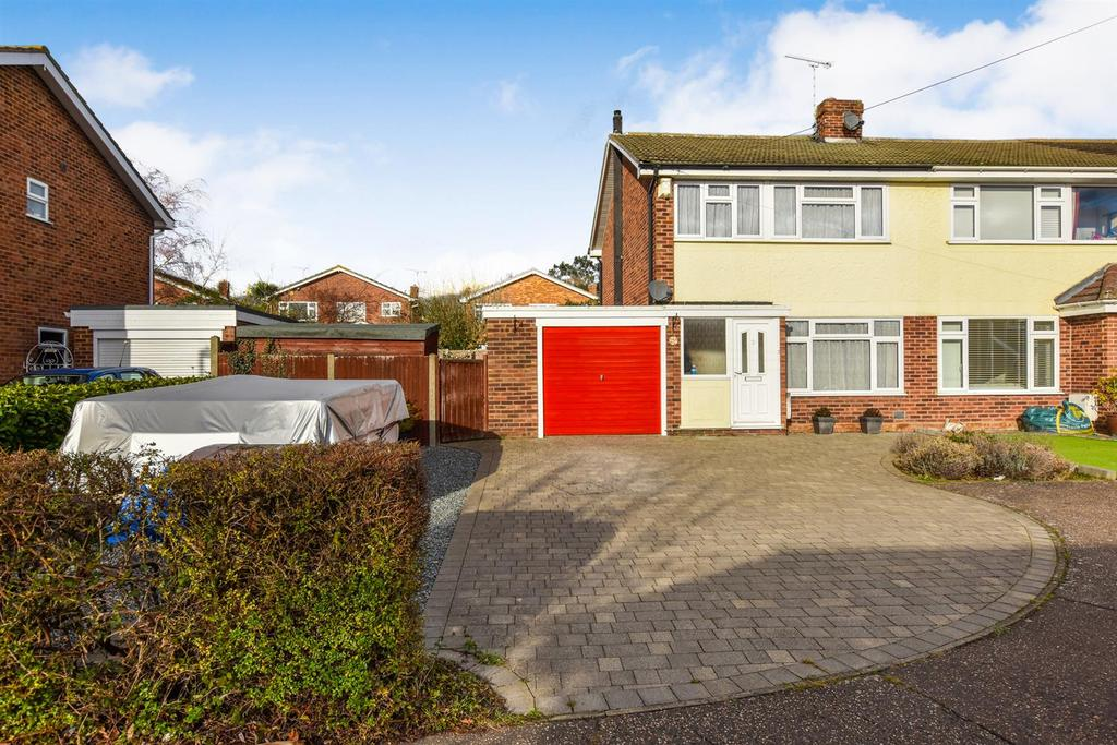 3 Bedrooms Semi Detached House for sale in Mitchell Way, South Woodham Ferrers, Chelmsford