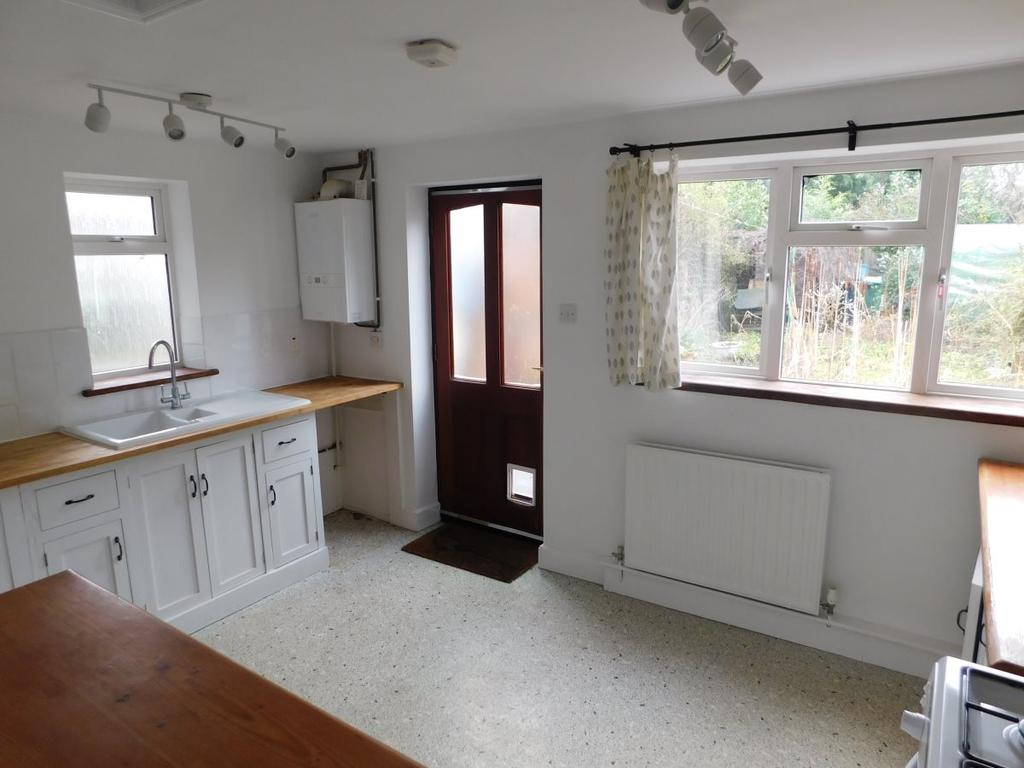 3 Bedrooms Terraced House for rent in London Road,