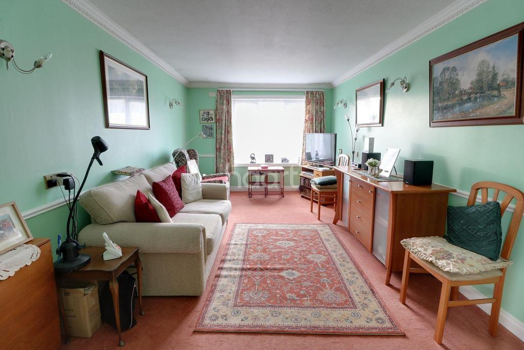 1 Bedroom Flat for sale in Regency Court, Park Avenue, Enfield, EN1
