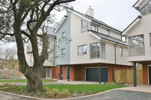 4 bedroom house to rent - Hythe