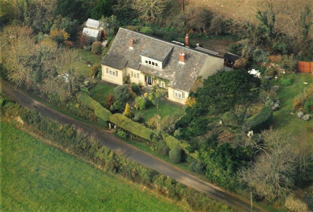 3 Bedrooms Bungalow for sale in Roseworthy, Roseworthy, Camborne, Cornwall, TR14