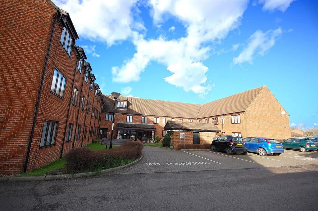 2 Bedrooms Apartment Flat for sale in Ashley Court, Hatfield
