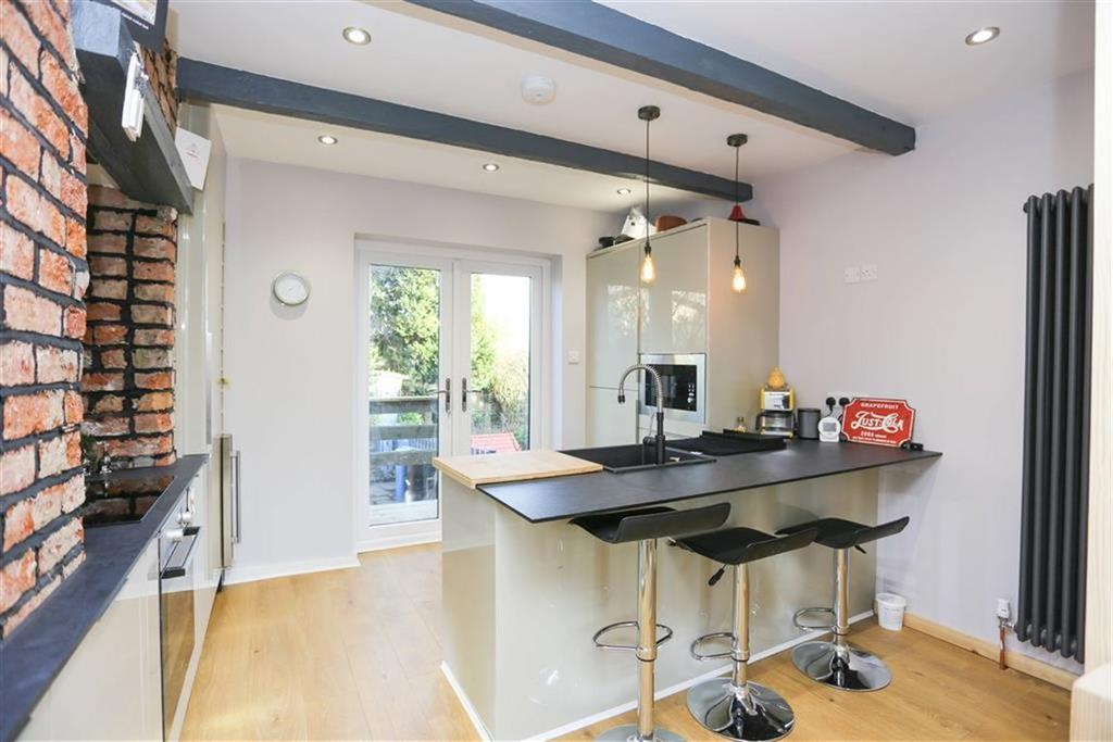 2 Bedrooms End Of Terrace House for sale in Hatherlow, Romiley, Cheshire