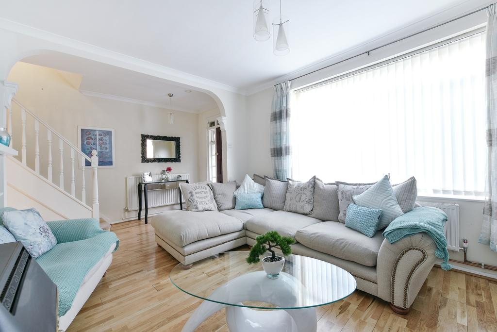 3 Bedrooms Terraced House for sale in Dursley Road London SE3