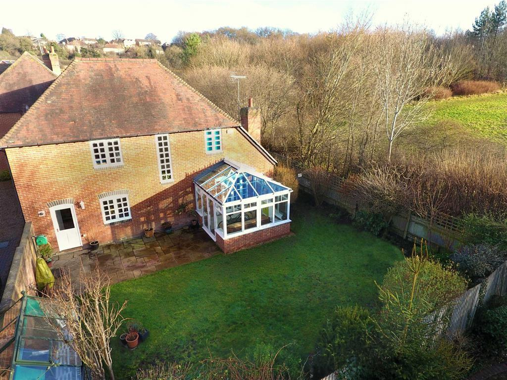 5 Bedrooms Detached House for sale in Gravel Hill, Emmer Green, Reading