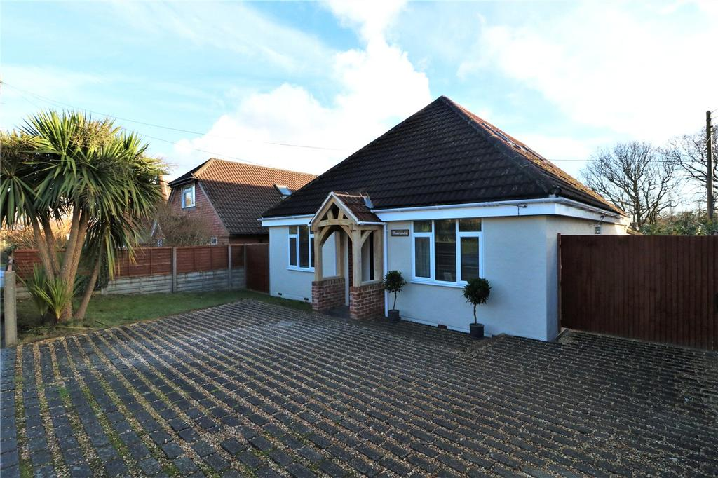 4 Bedrooms Detached House for sale in Middle Road, Sway, Lymington, Hampshire, SO41