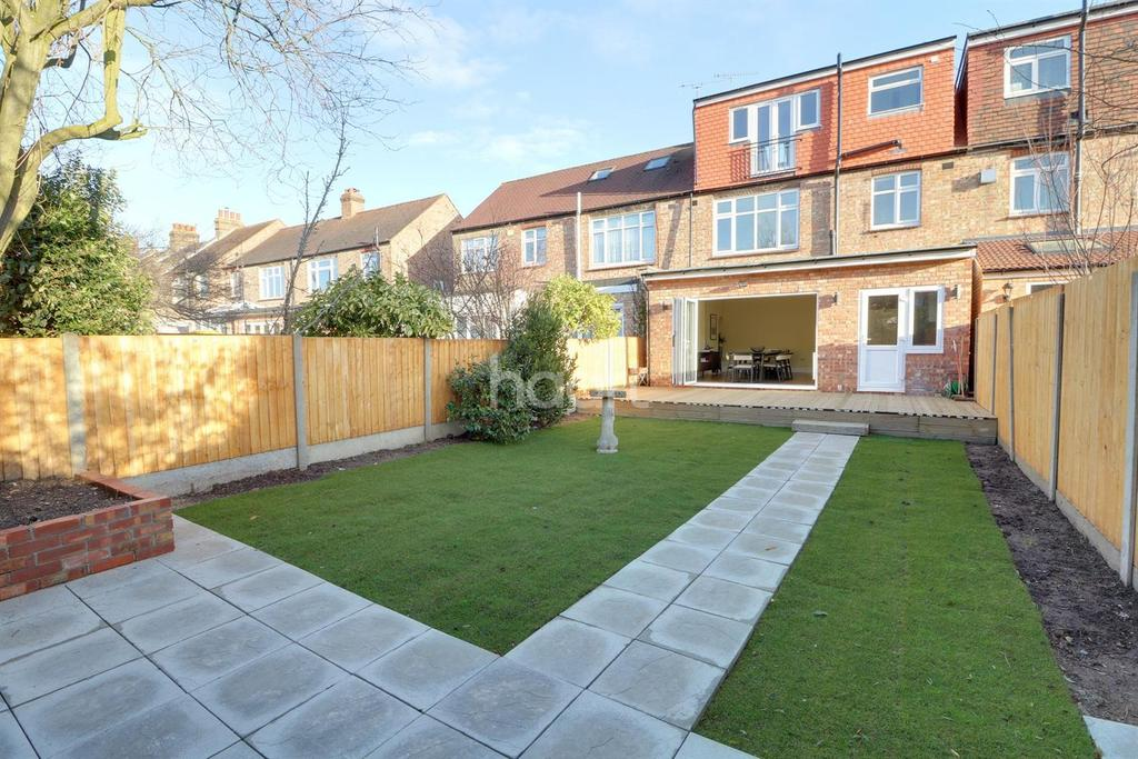 4 Bedrooms Terraced House for sale in Armfield Road, Enfield, EN2