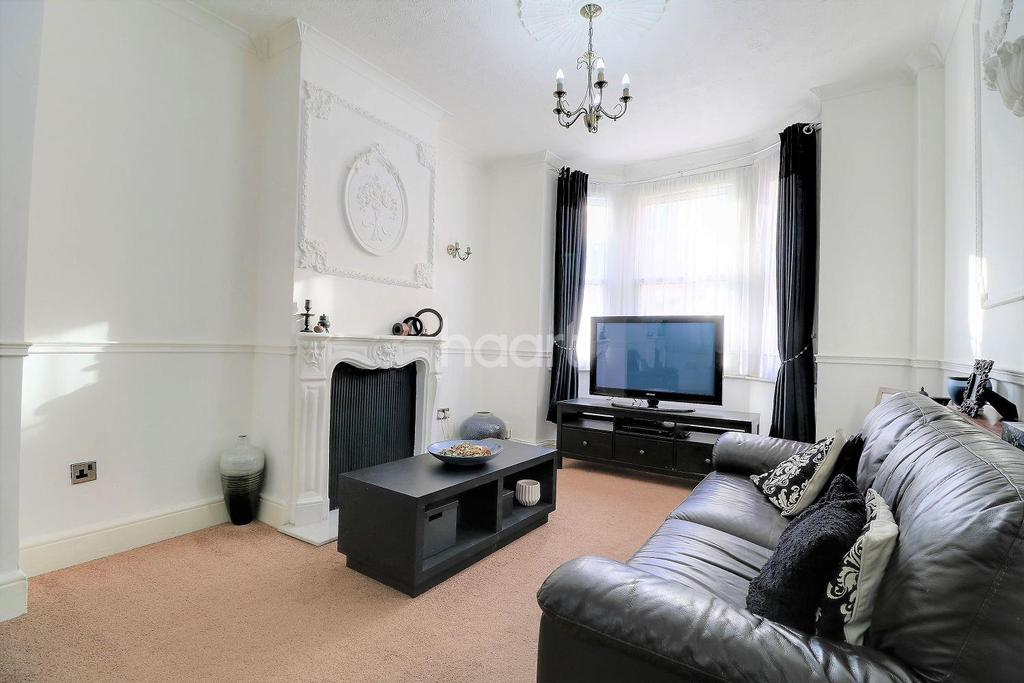 3 Bedrooms Terraced House for sale in Wise Road, London, E15