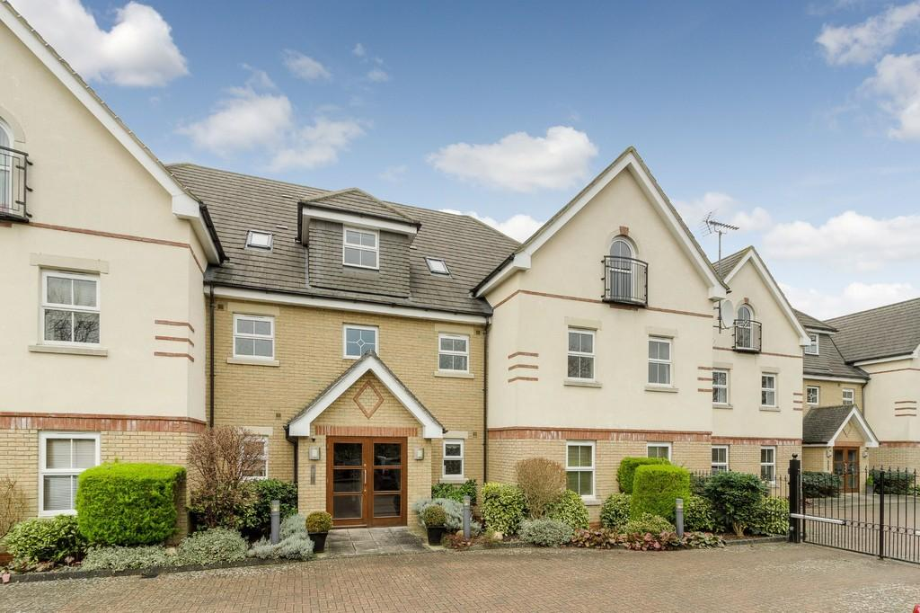 3 Bedrooms Apartment Flat for sale in Chestnut Court, Winslow