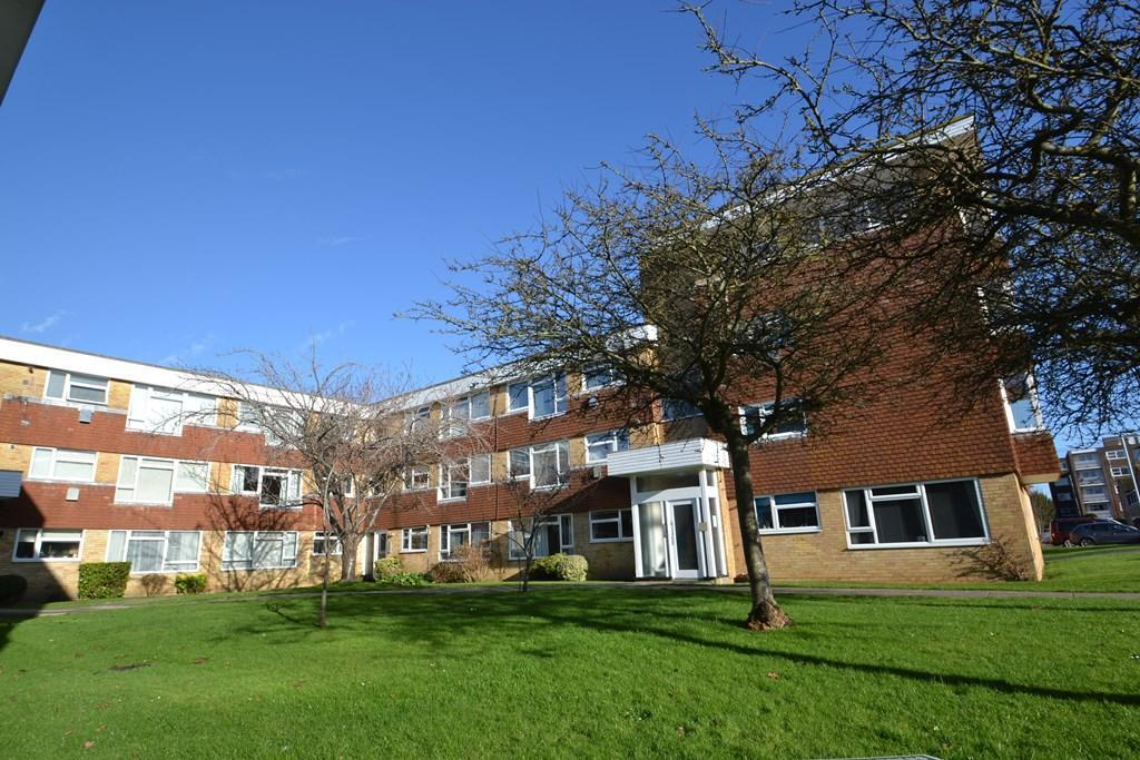 1 Bedroom Flat for sale in Grand Avenue, Worthing, BN11 4QQ