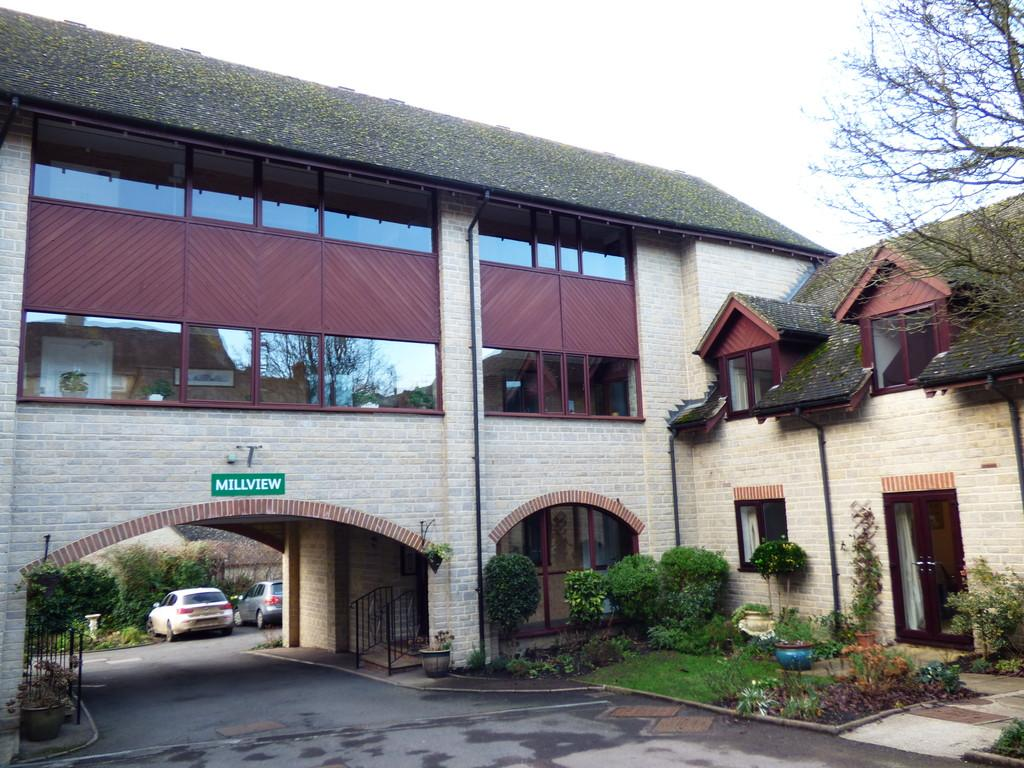 2 Bedrooms Apartment Flat for sale in Mill View, Chipping Norton